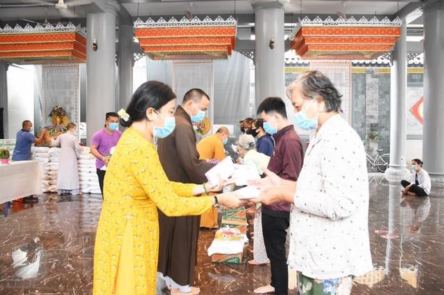 Ban Trị sự Phật giáo Tp. Vũng Tàu phối hợp cùng Uỷ ban MTTQVN thành phố trao quà từ thiện nhân mùa Phật đản PL.2565 - DL.2021